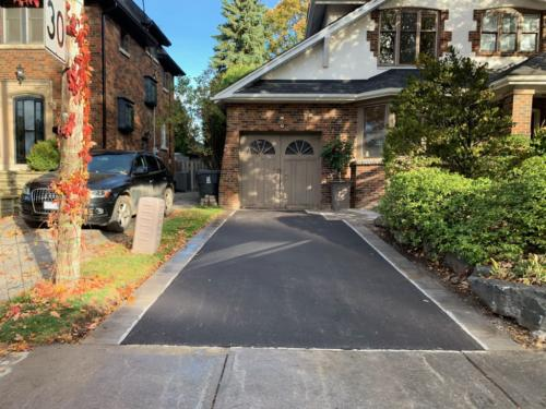 ASPHALT DRIVEWAY WITH INTERLOCKING BANDING